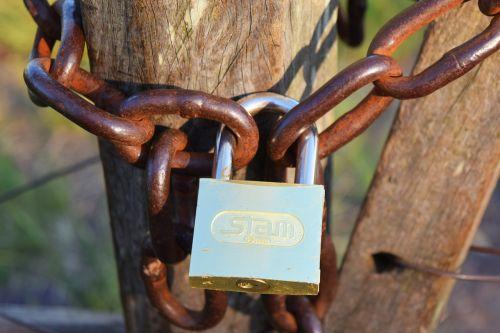 string padlock wood