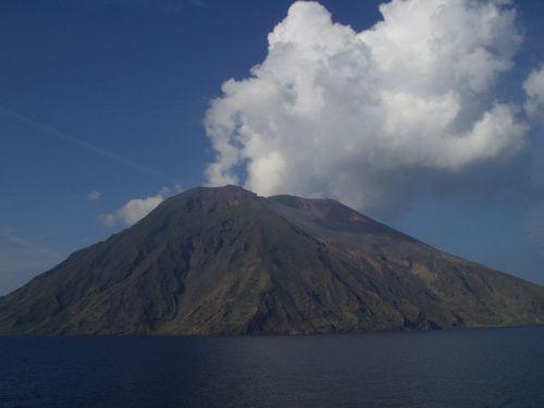 stromboli volcano volcanism