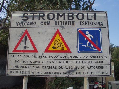 stromboli volcano warnschild