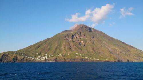 stromboli aeolian islands volcano