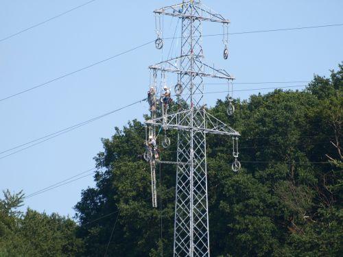 strommast men power line
