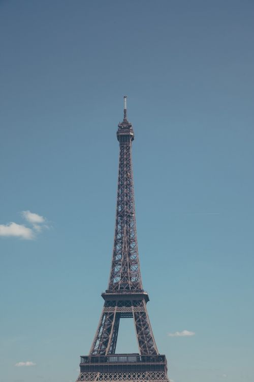 structure iron eiffel tower