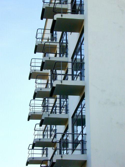 studio building bauhaus balcony