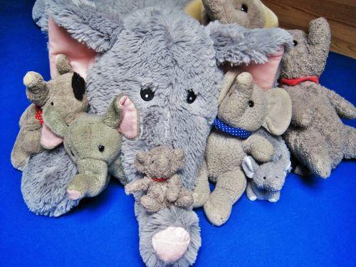 Minkšti žaislai,mėgstami gyvūnai,dramblys,daugelis drambliai,linksma,Minkšti žaislai,pliušiniai žaislai,mielas,pliušinis dramblys,pilka,didelis ir mažas,mėgstamiausi,miegančius gyvūnus,vaikų žaislai,rinkimas