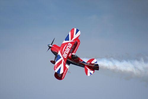 stunt airshow sky