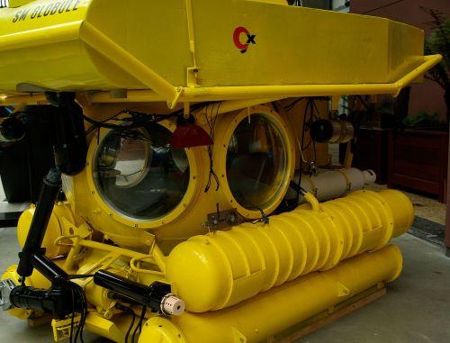 submarine exploration diving