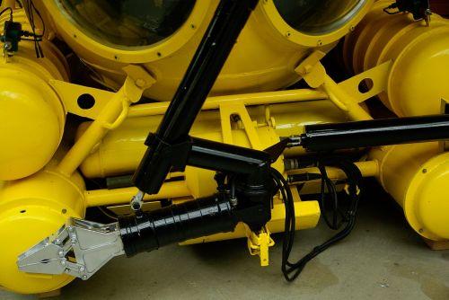 submarine exploration arm