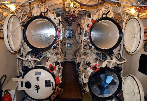 submarine underwater boat torpedo tube