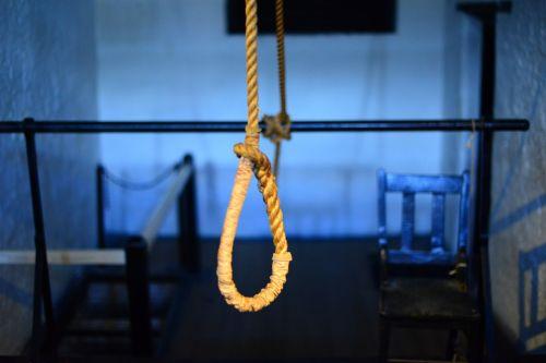 savižudis,pakabos lankelis,mirtis,vykdymas,mazgas,lynai,pakabinti,kniedė