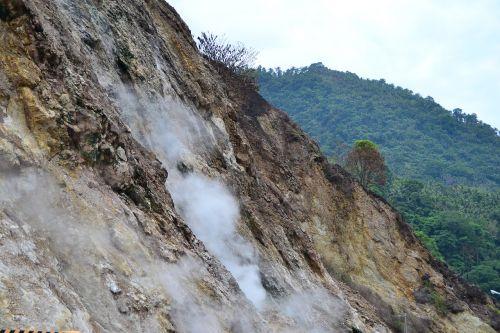 sulphur rocks pools