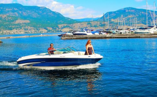 summer boating okanagan