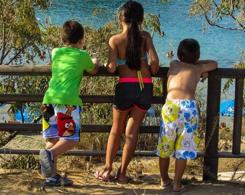 summer kids looking
