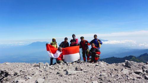 summit tracking mountain