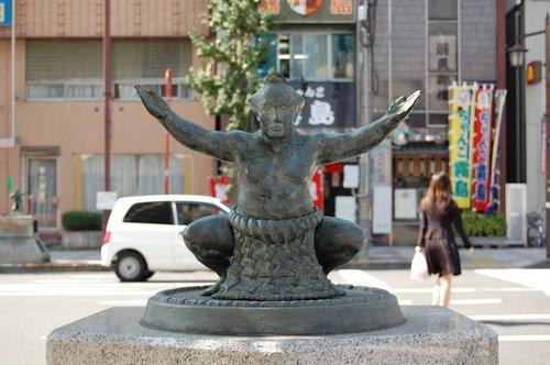 sumo  fighter  sculpture