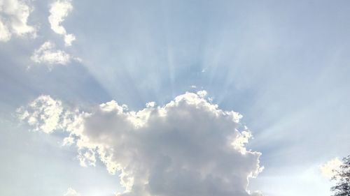 saulė,saulės spinduliai,debesis,vasara,šviesus,saulėtas,dangus,saulės šviesa,saulės šviesa,spinduliai,saulės energija,saulėlydis,spindulys,saulės spindulys,oras,gamta,energija,šviesa,švytėjimas,saulėtekis,saulės spindulys,saulės spinduliai