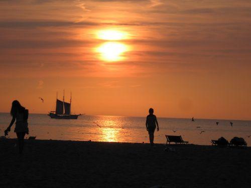 sun doom beach