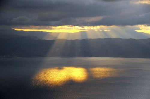sun rays water setting sun