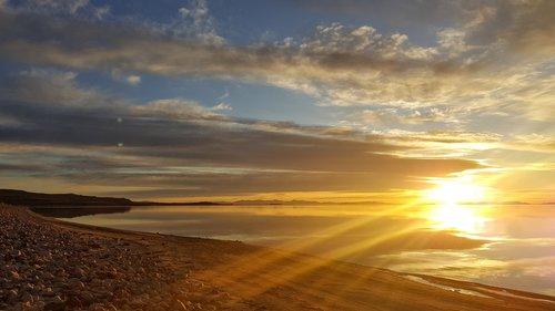 sun rays  dawn  dusk