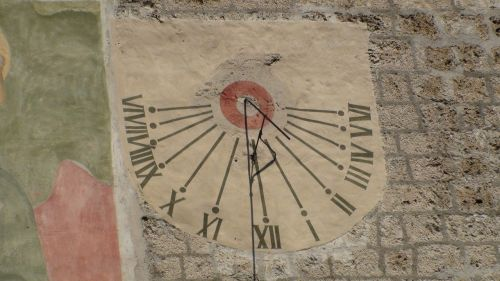 sundial now winter time