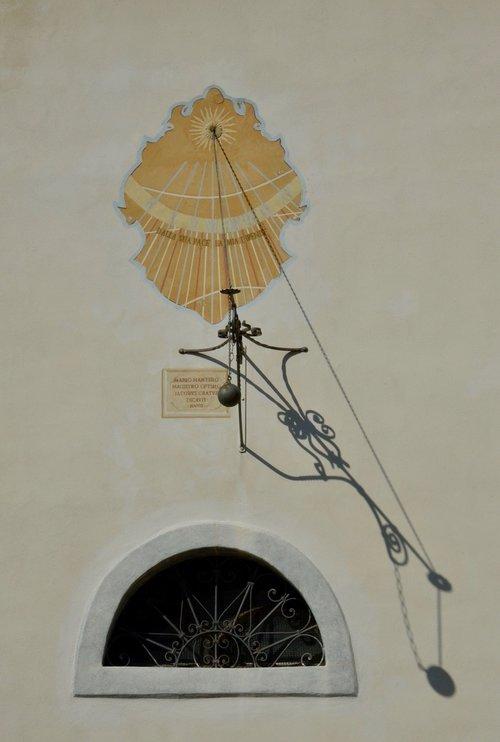 sundial  summer  time