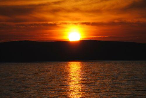 sunrise water light