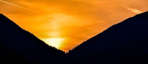 sunrise mountains treetops