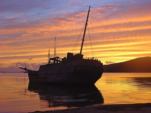 sunset shipwreck shoal