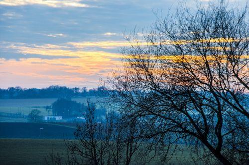 saulėlydis,spalvingas dangus,spalvinga,spalva,spalvingas,dangus,debesys,afterglow,romantiškas,saulė,švytėjimas,vakaras,romantika,angelai,meilė,abendstimmung,raudona,nuotaika,oranžinė,kraštovaizdis,vakarinis dangus,gamta,šviesa,siluetas,horizontas,perspektyva,žiemos saulėlydis,mėlynas,dusk,ežeras,pragaras,estetinis,spalvingas vakarinis dangus,dramatiškas dangus,žiema,atmosfera,farbenspiel,geltona,kontrastas,twilight,medžiai,mistinis,atmosfera,apšvietimas,užtvindytas,pavasaris,parkas,atgal šviesa