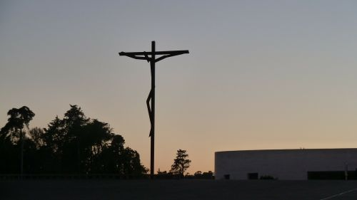 sunset silhouette crucifix