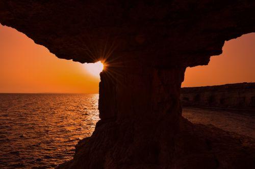 saulėlydis,kraštovaizdis,saulės šviesa,šešėliai,gamta,saulė,urvai,gamtos kraštovaizdis,peizažas,oranžinė,jūros urvas,cavo greko,Kipras,greko