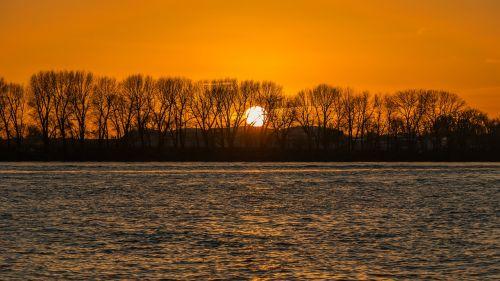 saulėlydis,Elbe,hamburgas,kraštovaizdis,gamta,vanduo,upė,nuotaika,bankas,vakaras,medis,poilsis,farbenspiel,Vokietija,uostas,vakarinis dangus,jūrų