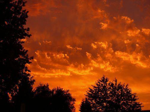 saulėlydis,raudona,debesys,dangus,vakaras,vakarinis dangus,afterglow,nuotaika,abendstimmung,dusk,gražus,saulėlydis,saulėlydis,kraštovaizdis,deginimas,dangus,Ugnis