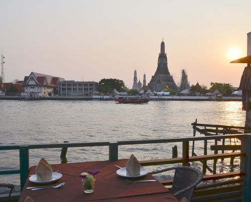sunset bangkok temple of dawn