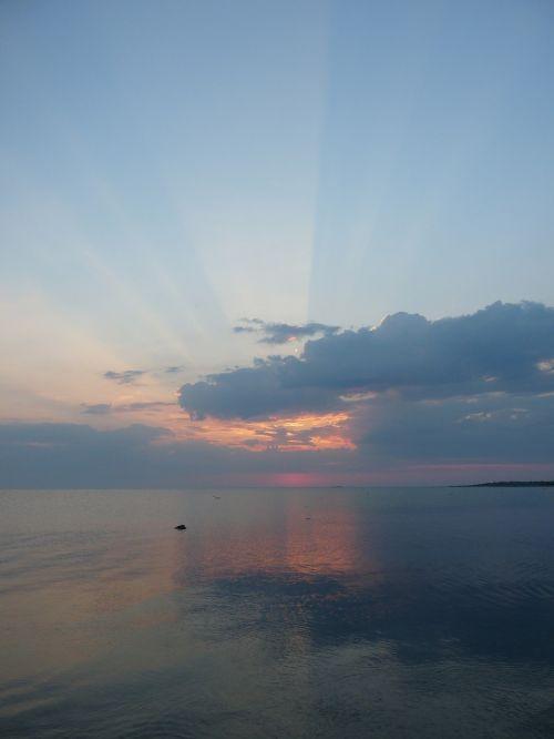 sunset sea sunrays