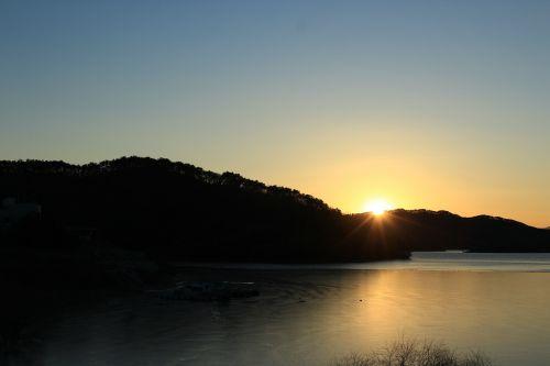 sunset sun beams