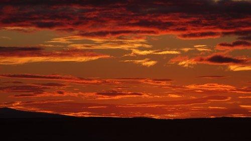 sunset iceland  midnight sun  iceland summer night