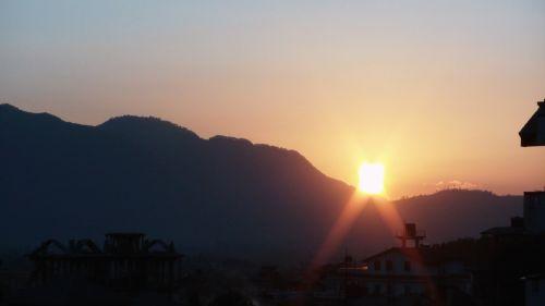 katmandu, Nepalas, kalnas, saulė, saulėlydis, saulėlydis kalnuotose Katmandu.