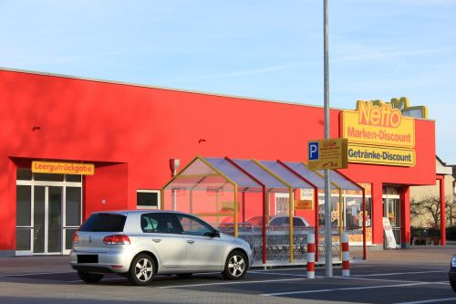 supermarket discounter shopping