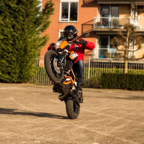 supermoto motor stunt