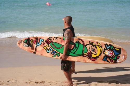 surfer painted surfboard hawaii