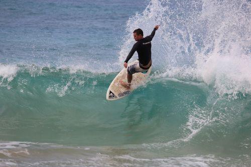 surfer maui sea