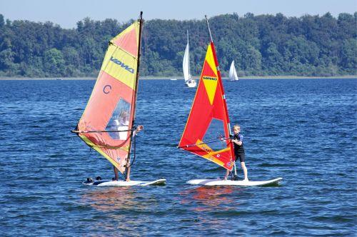 banglenčių sportas,burlenčių sportas,Sportas,laisvalaikis,banglenčių sportas,vandens sportas,naršyti,vanduo,surfer,burlenčių sportas,dinamiškas,pramoginiai sporto renginiai,vėjo sportas,papludimys,šventė,ežeras