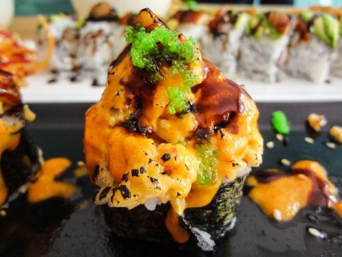 sushi japanese roll