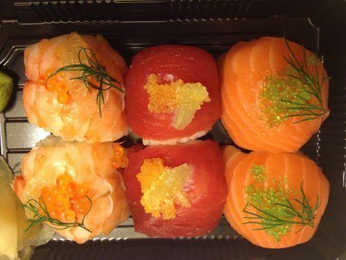 sushi raw sushi roll