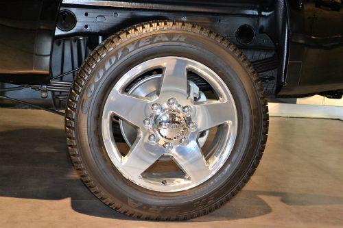 suv rear tire goodyear tire range rover