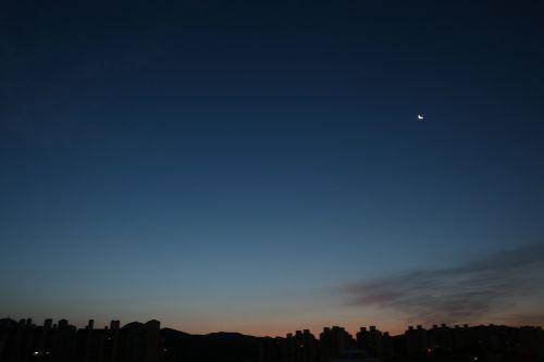 suwon dawn moon