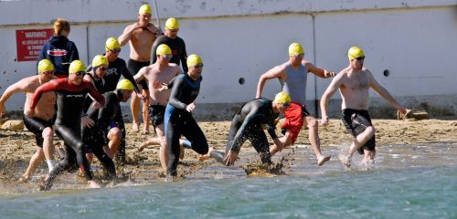 swimmers race start