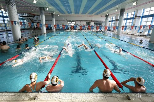 swimming pool indoor pool