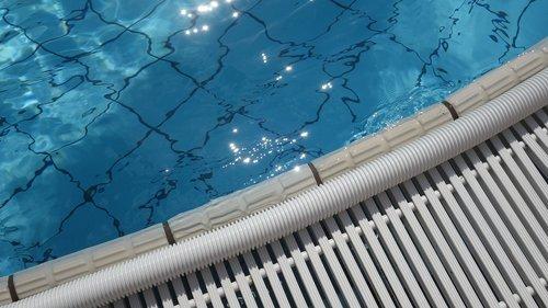 swimming pool  beck edge  water