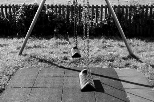 swing playground game device